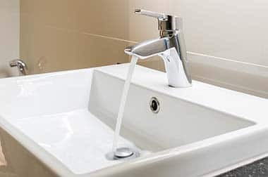 Montaža vodovodne pipe