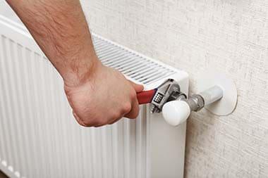Ogrevanje, montaža ali zamenjava radiatorja
